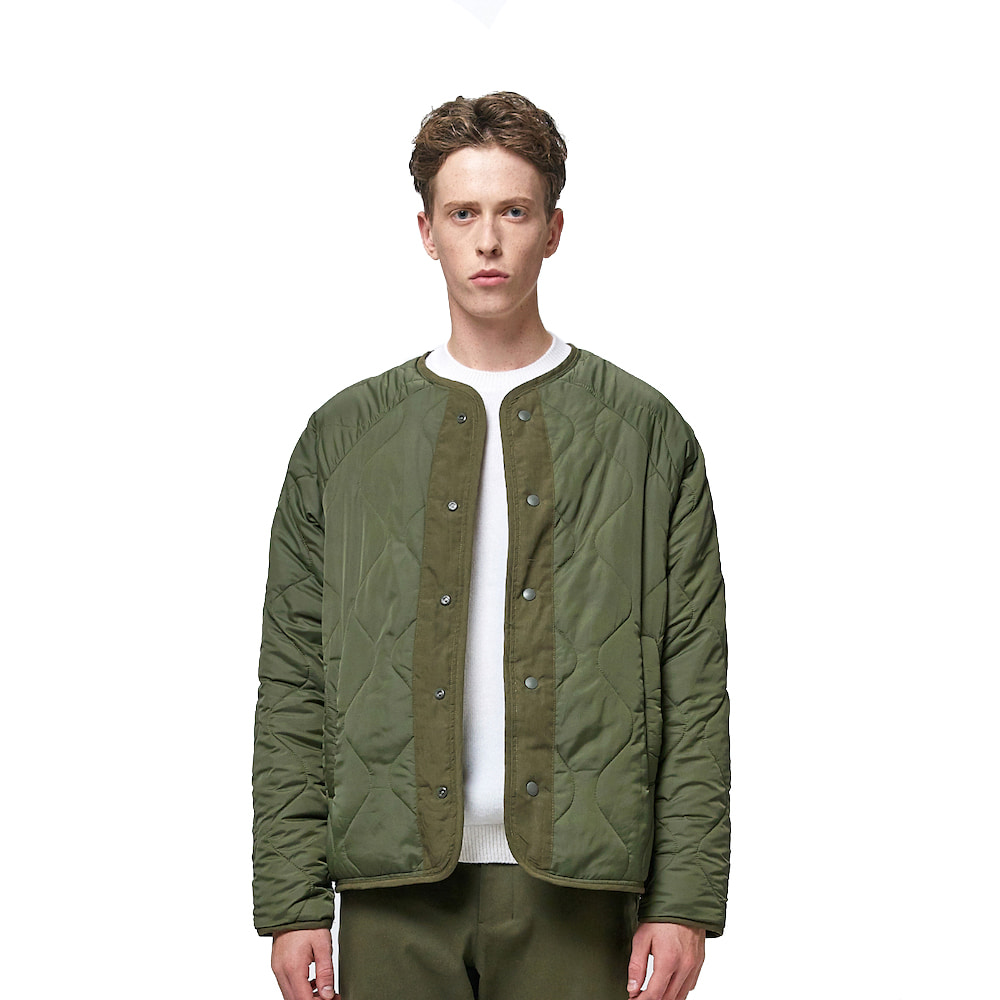 에이카화이트 REVERSIBLE QUILTED JACKET (Khaki)